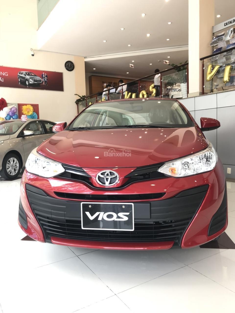Bán Toyota Vios E-MT model 2018 có đủ màu, xe giao tận nơi bằng xe chuyên dùng KH ở tỉnh, vay 80% lãi suất 3.99%/năm-0