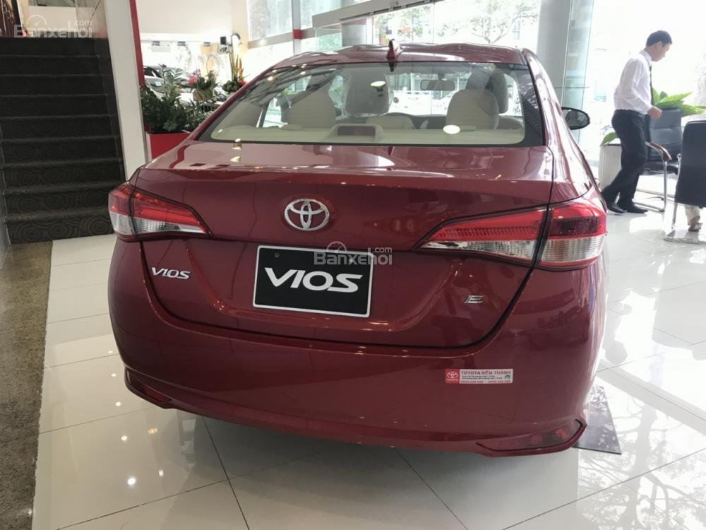 Bán Toyota Vios E-MT model 2018 có đủ màu, xe giao tận nơi bằng xe chuyên dùng KH ở tỉnh, vay 80% lãi suất 3.99%/năm-1