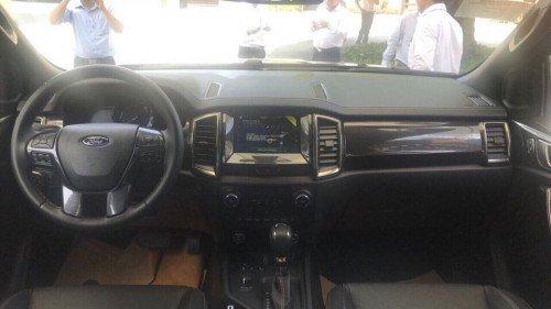 Bán xe Ford Ranger 2.0 AT sản xuất 2018, màu đen, giá chỉ 634 triệu (9)