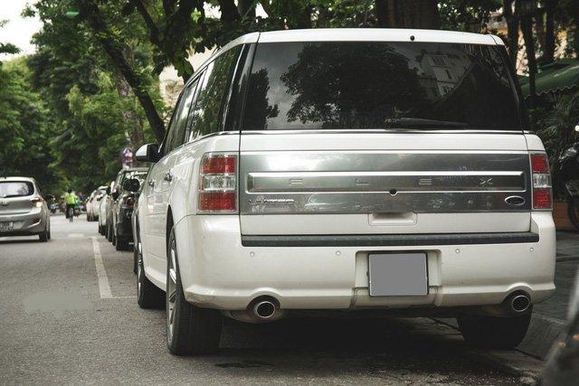 Xe gia đình Ford Flex hơn 2 tỷ đồng xuất hiện trên đường phố Việt 6.