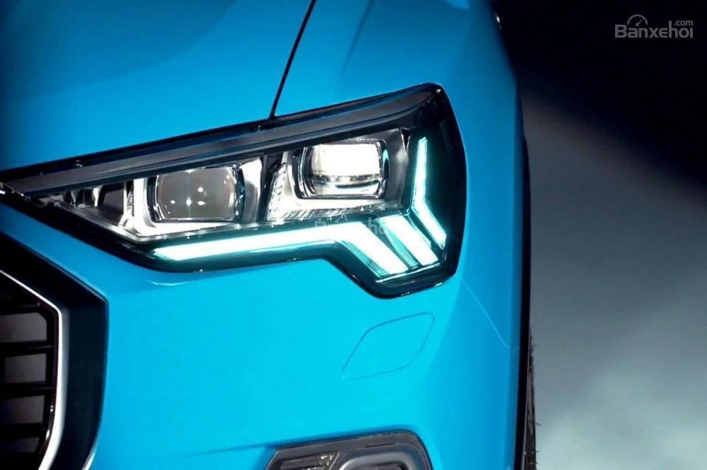 Đánh giá xe Audi Q3 2019: Đèn pha xe.