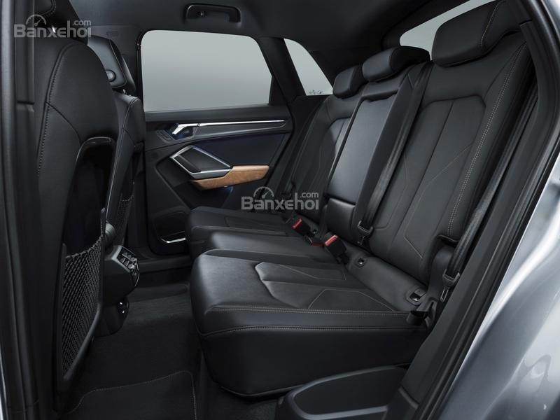 Đánh giá xe Audi Q3 2019: Ghế xe được bọc da.