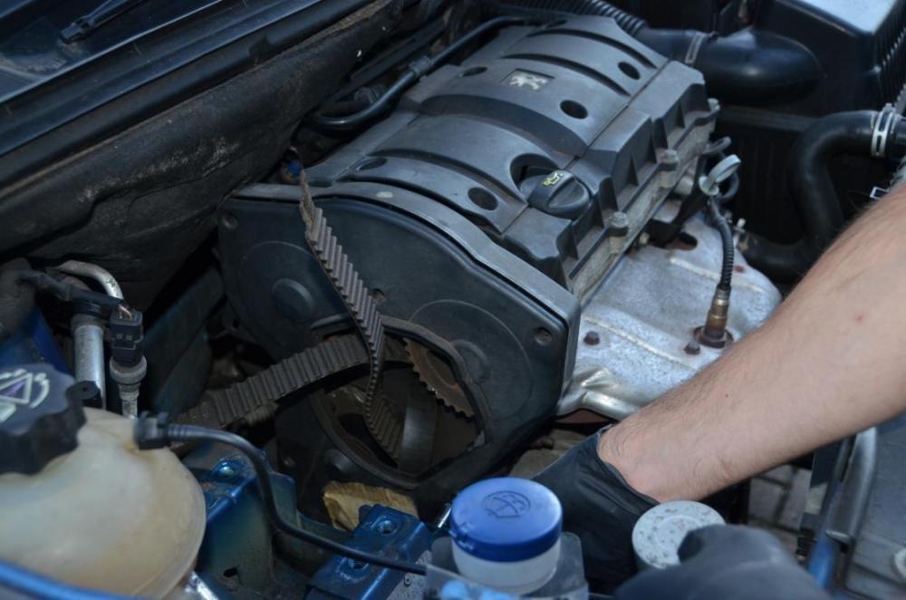 Dây đai cam ô tô bị hỏng