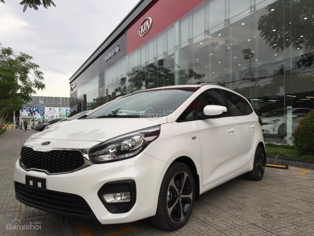 Bán xe Kia Rondo 7 chỗ GMT 2018, màu trắng, giá chỉ 609 triệu, hỗ trợ vay 90%, không chứng minh thu nhập-0