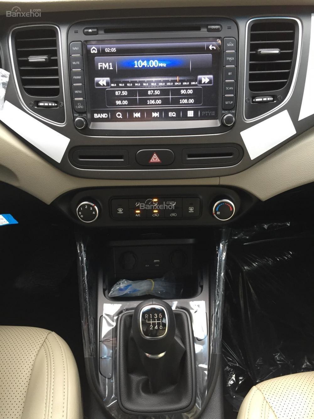 Bán xe Kia Rondo 7 chỗ GMT 2018, màu trắng, giá chỉ 609 triệu, hỗ trợ vay 90%, không chứng minh thu nhập-7