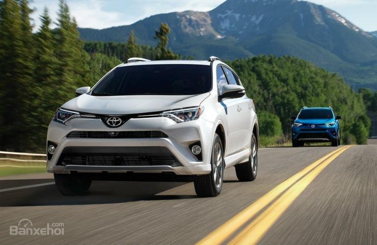 So sánh Honda CR-V 2018 và Toyota RAV4 2018 về trải nghiệm lái