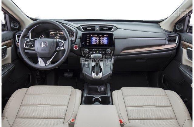 So sánh Honda CR-V 2018 và Toyota RAV4 2018 về nội thất.