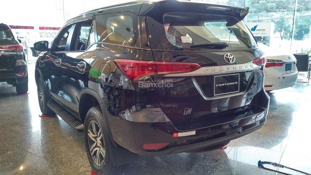 Toyota Fortuner 2.4G số sàn - 998 triệu - Đủ màu - Ưu đãi cực nhiều - Có xe giao ngay - Liên hệ 0902750051-2