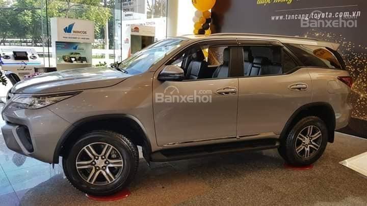 Toyota Tân Cảng bán Fortuner máy dầu số sàn 2020- Mừng Tết Canh Tý bán giá hợp lý- LH 0901923399 (3)