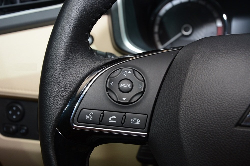 Đánh giá xe Mitsubishi Xpander 2019 1.5 AT: Nút bấm điều khiển âm thanh tích hợp trên vô-lăng 1