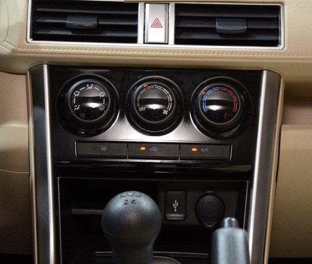 Đánh giá xe Mitsubishi Xpander 2019 1.5 AT: Hệ thống điều hòa chỉnh tay 2 vùng độc lập 1