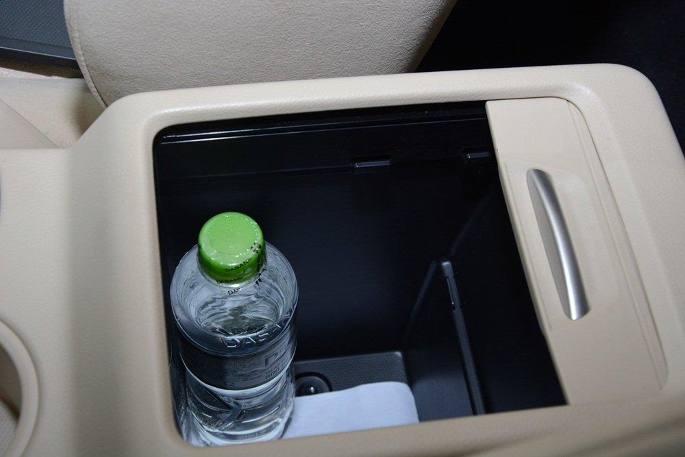 Đánh giá xe Mitsubishi Xpander 2019 1.5 AT: Hộc đựng trong khoang xe 1