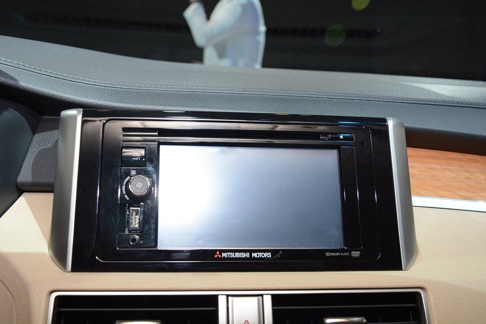 Đánh giá xe Mitsubishi Xpander 2019 1.5 AT: Màn hình cảm ứng trung tâm kích thước 6,2 inch 1