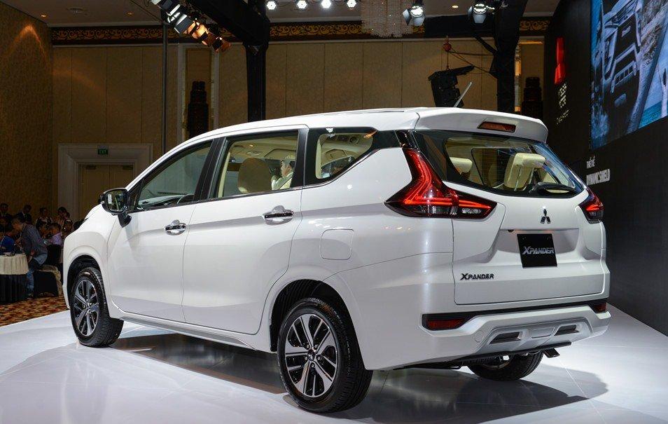 Đánh giá xe Mitsubishi Xpander 2019 1.5 AT: Tay nắm cửa mạ crom 1
