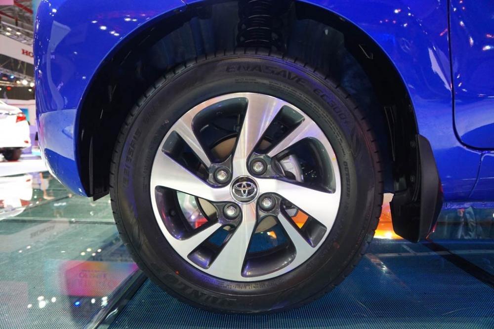 So sánh Mitsubishi Xpander và Toyota Avanza về thân xe 7