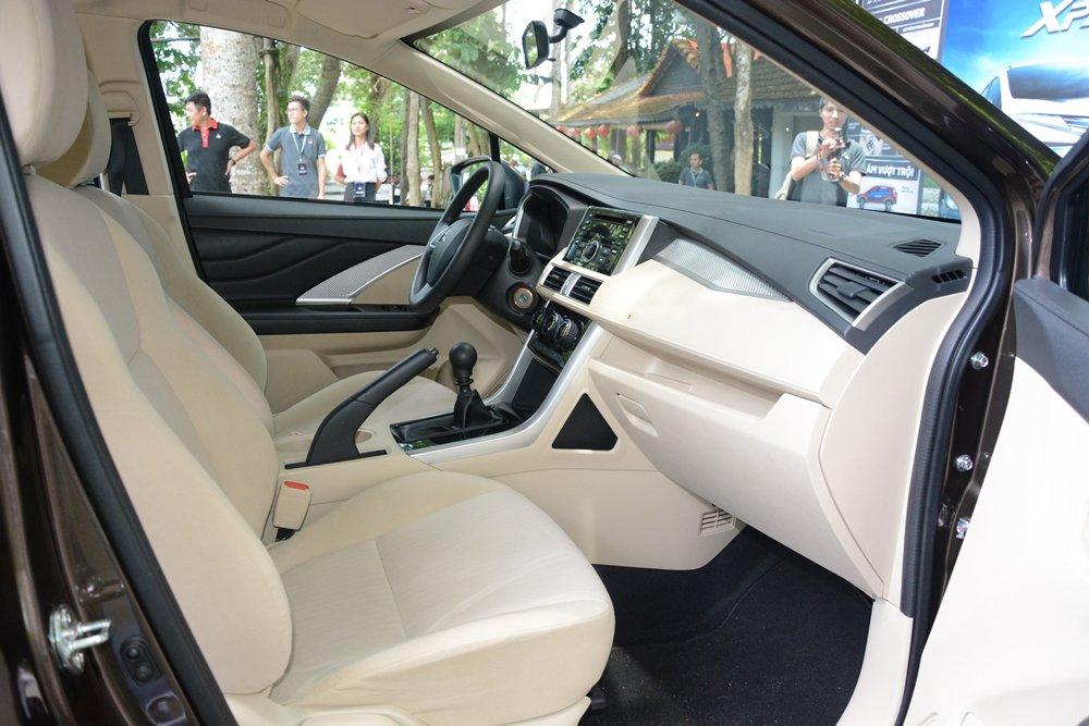 So sánh Mitsubishi Xpander và Toyota Avanza về ghế ngồi.