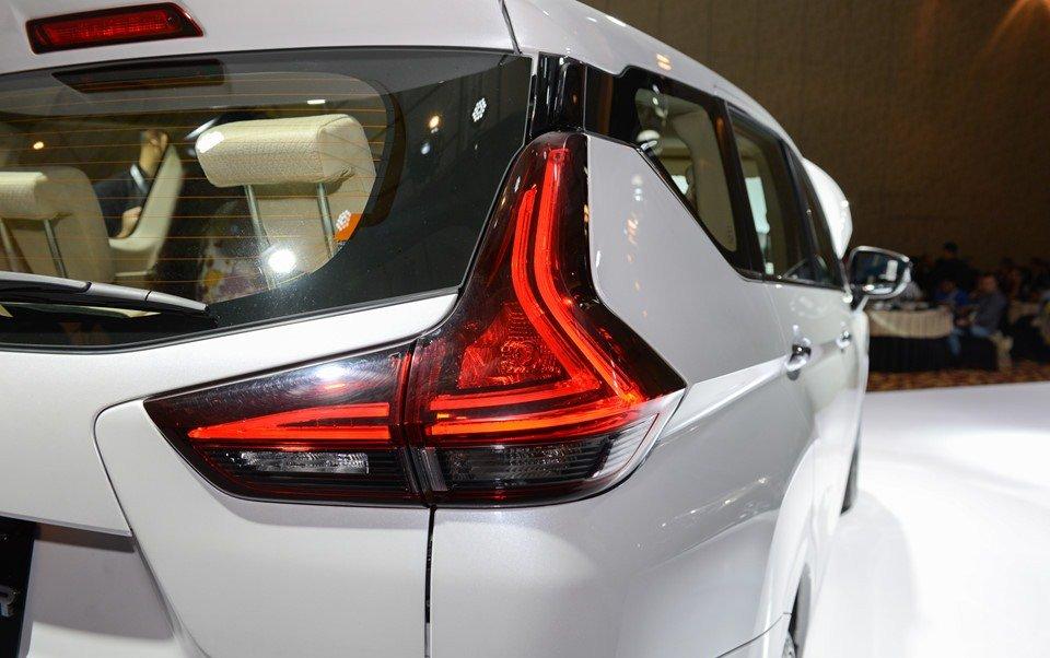 So sánh Mitsubishi Xpander và Toyota Avanza về đuôi xe 2