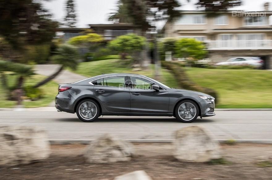 So sánh xe Mazda 6 2.5T và Mazda CX-5 2018: Sedan hay crossover? - Ảnh 4.