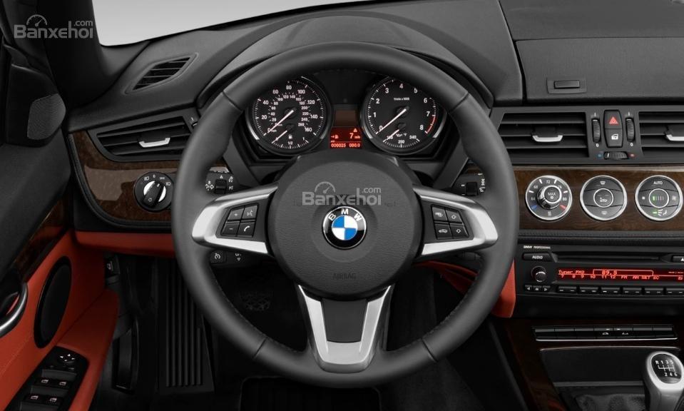 So sánh BMW Z4 thế hệ cũ và mới về nội thất 2a
