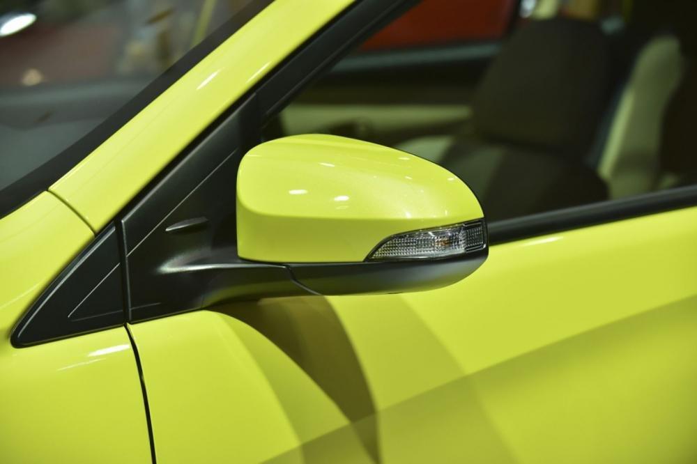 Đánh giá xe Toyota Yaris G 2019: Gương chiếu hậu chỉnh gập điện tích hợp đèn báo rẽ..