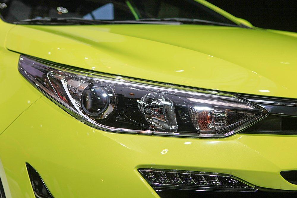 Đánh giá xe Toyota Yaris G 2019: Đèn pha Halogen Projector..