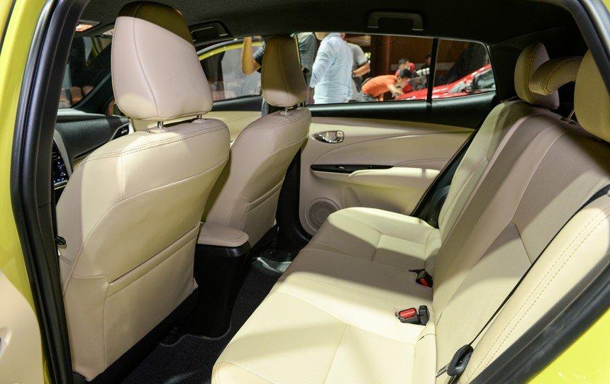 Đánh giá xe Toyota Yaris 2019: Không gian hàng ghế sau...