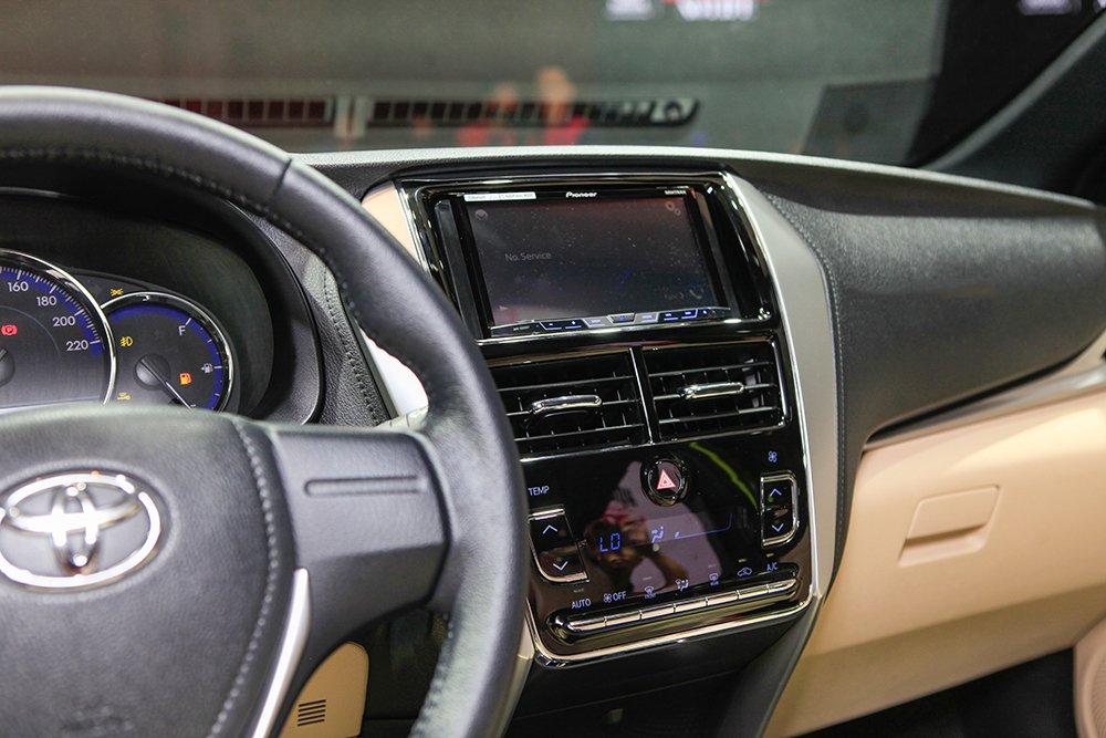 Đánh giá xe Toyota Yaris G 2019: Màn hình cảm ứng 7 inch..