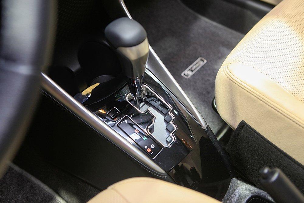 Đánh giá xe Toyota Yaris 2019: Khu vực cấn số điều khiển quen thuộc...