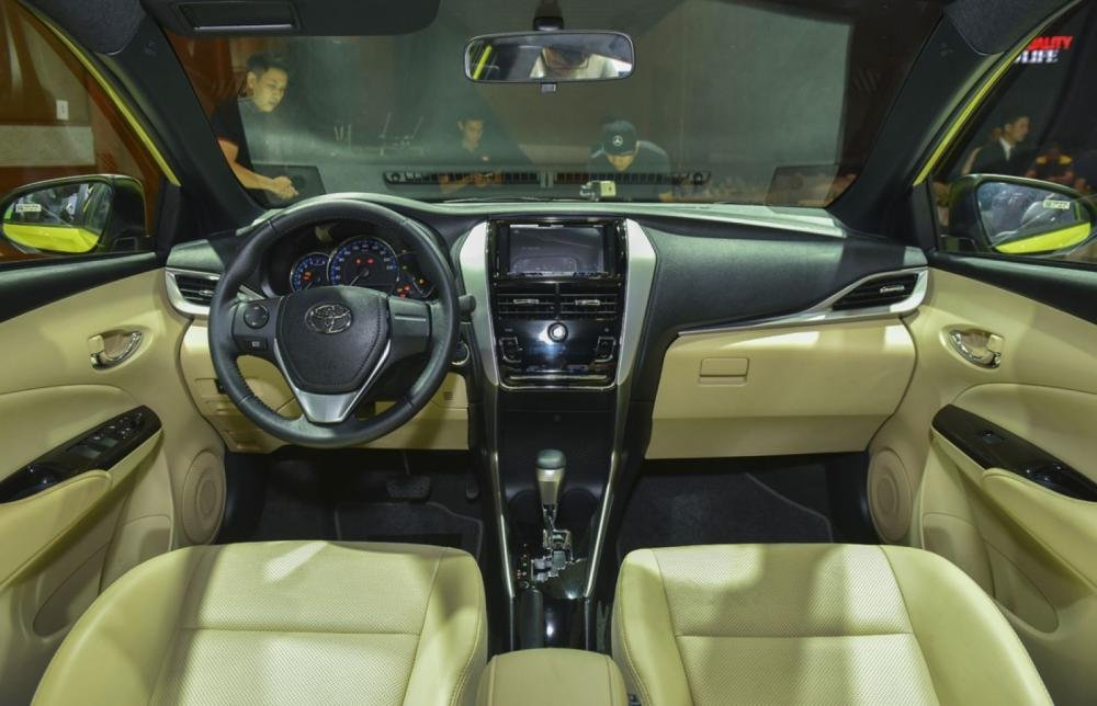 Khoang nội thất Toyota Yaris 2019 .