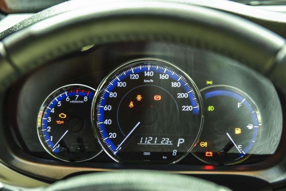 Đánh giá xe Toyota Yaris 2019: Cụm đồng hồ Optitron dễ quan sát...