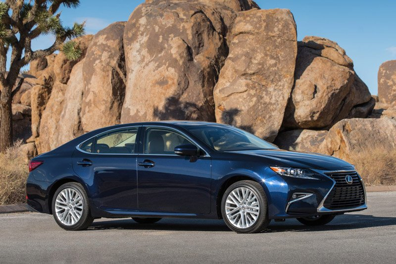 10 mẫu sedan dưới 950 triệu đồng đáng mua nhất: Có BMW 320i và Lexus ES 9.