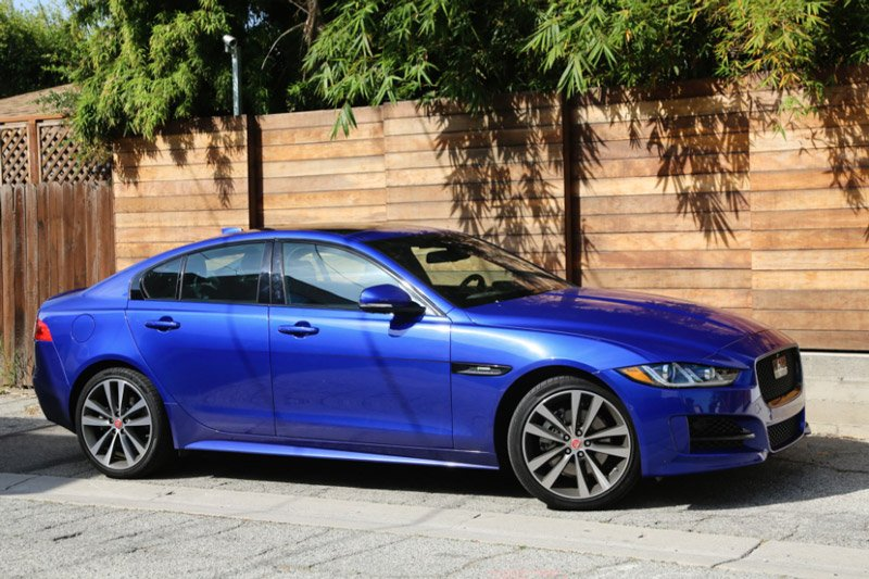 10 mẫu sedan dưới 950 triệu đồng đáng mua nhất: Có BMW 320i và Lexus ES 7.