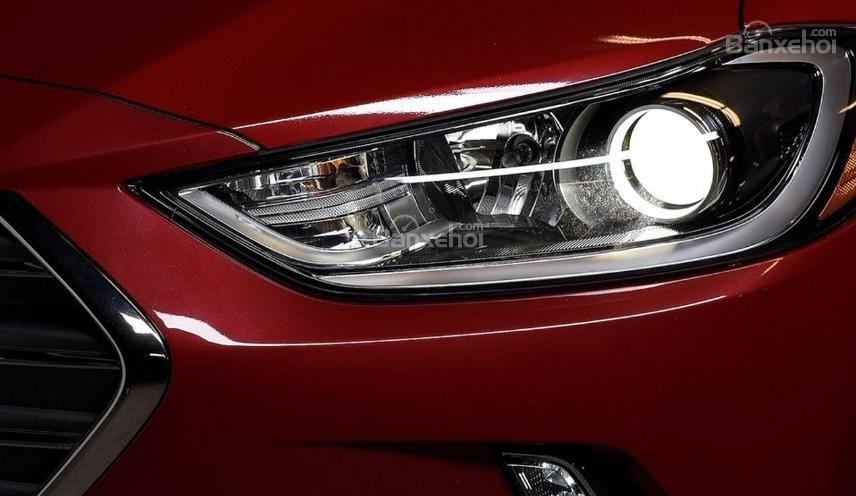 Hyundai Elantra 2019 mới và cũ về đèn pha 2a