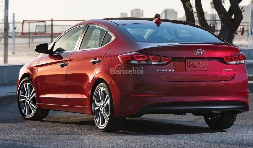 Hyundai Elantra 2019 mới và cũ về đuôi xe 2a