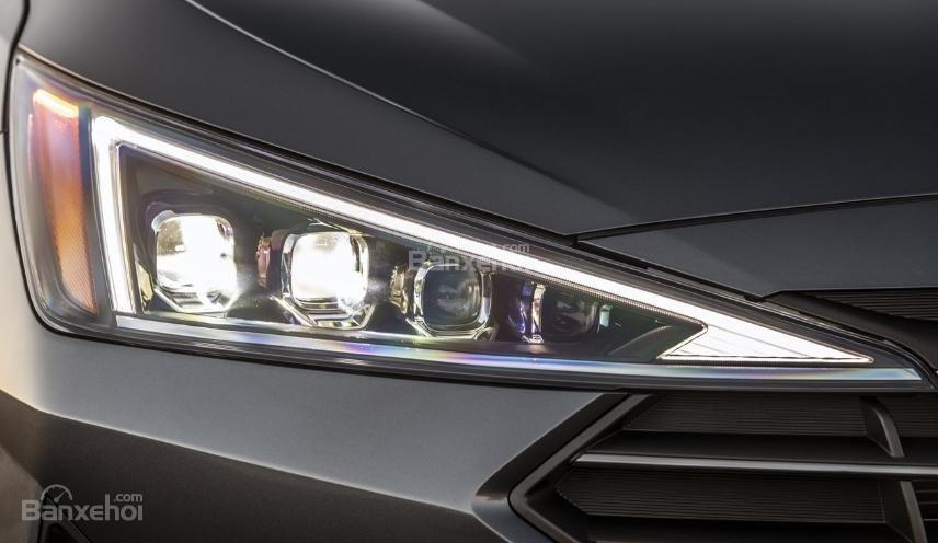 Hyundai Elantra 2019 mới và cũ về đèn pha 1a