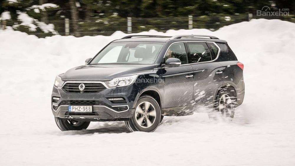 Đánh giá xe SsangYong Rexton 2018 - lái - 2