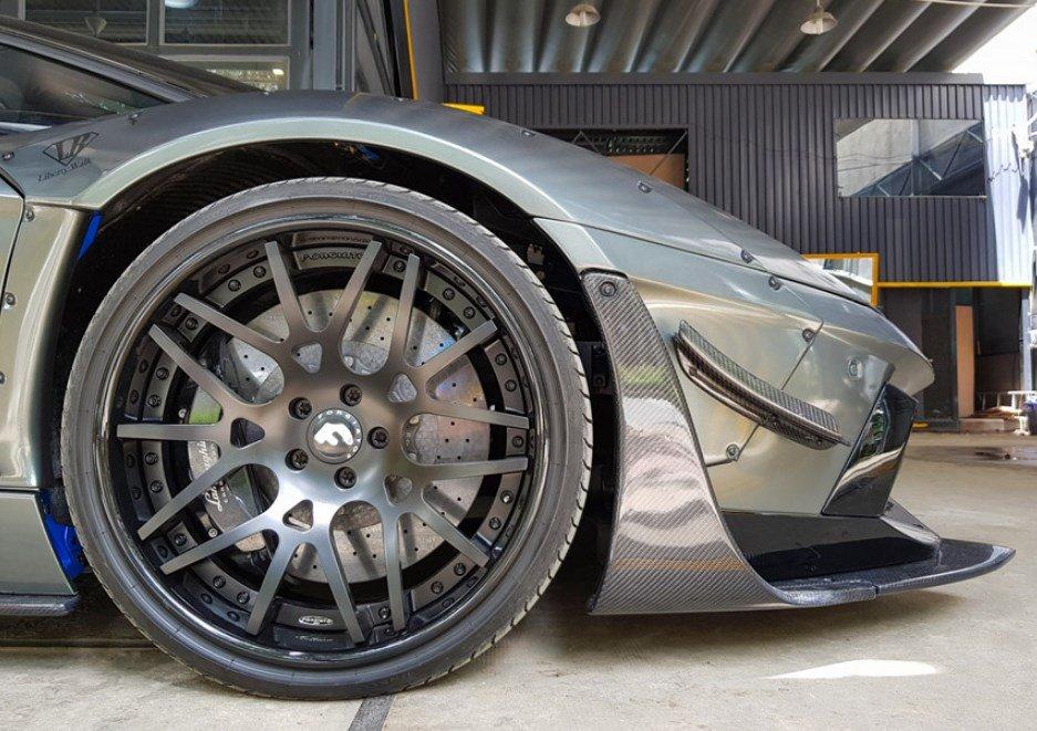 Cận cảnh Lamborghini Aventador độ chính hãng đầu tiên tại Việt Nam - Ảnh 3.