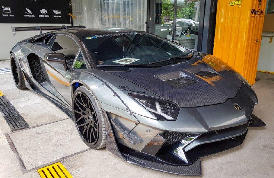 Cận cảnh Lamborghini Aventador độ chính hãng đầu tiên tại Việt Nam.