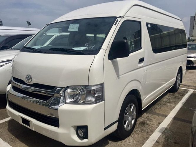 Toyota Hiace 2018 giá 1 tỉ đồng nhập khẩu Thái Lan cập bến Việt Nam.