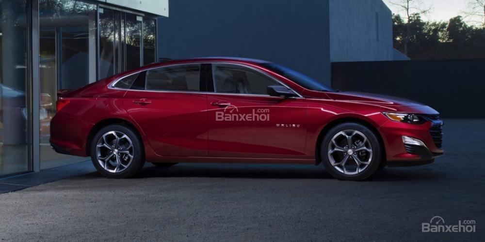 Đục nước béo cò, General Motors muốn thống trị phân khúc sedan - 1