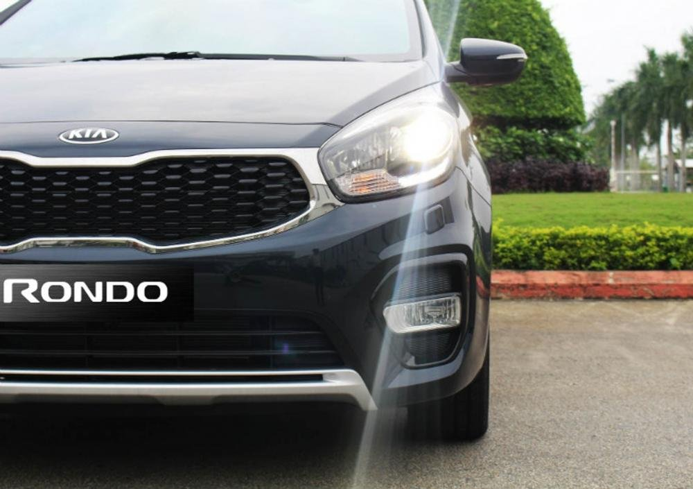 Đánh giá xe Kia Rondo 2018: Đèn sương mù thiết kế mới, độc đáo hơn...