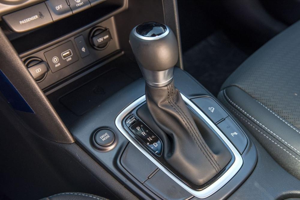 Đánh giá xe Hyundai Kona 2019 1.6 Turbo: Cần số 1