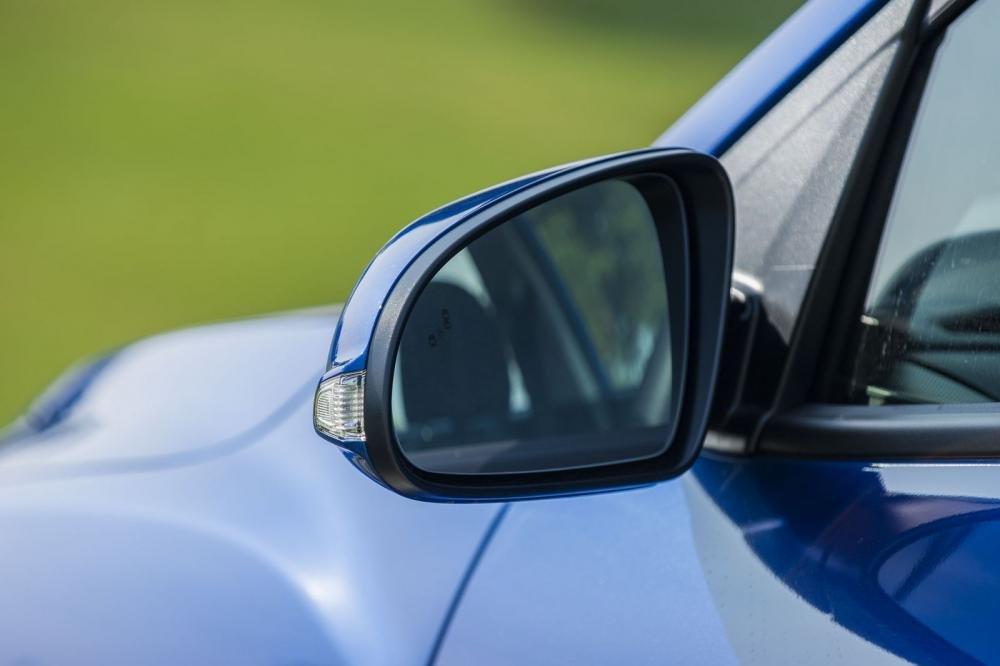 Đánh giá xe Hyundai Kona 2019 1.6 Turbo: Gương chiếu hậu chỉnh gập điện, sấy, báo rẽ 1