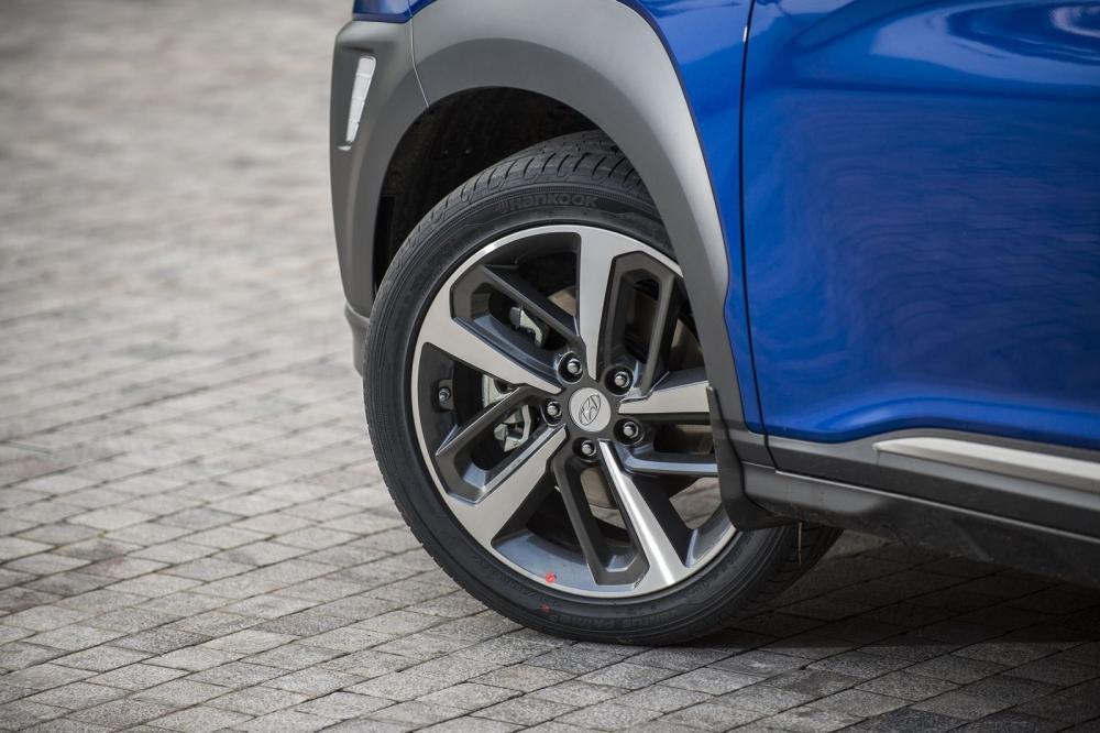 Đánh giá xe Hyundai Kona 2019 1.6 Turbo: La-zăng 18 inch 1