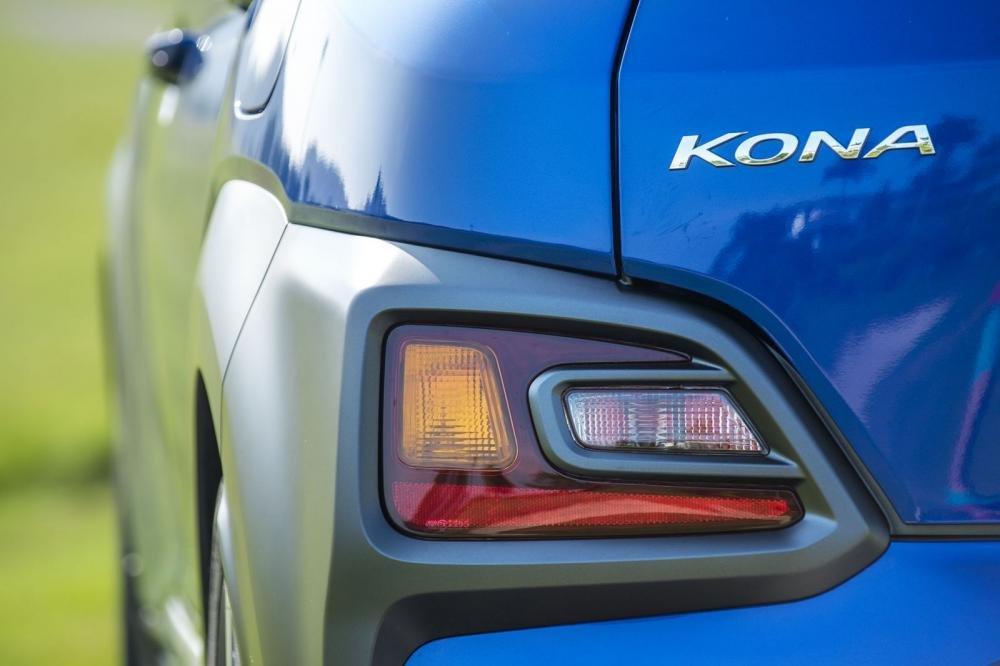 Đánh giá xe Hyundai Kona 2019 1.6 Turbo: Cụm đèn trang trí phía sau 1