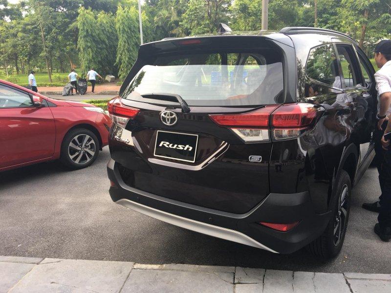 Toyota Rush lộ thêm hình ảnh mới tại đại lí 7