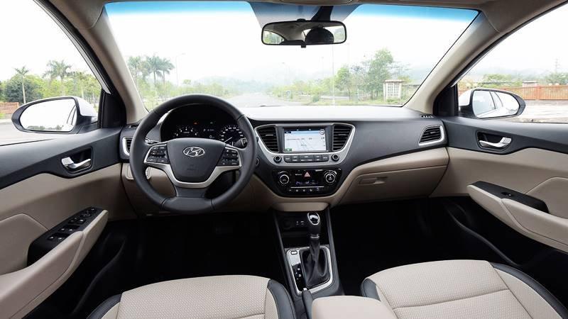 Đánh giá Hyundai Accent 2018 bản đặc biệt: Khoang nội thất 2 tông màu trang nhã..