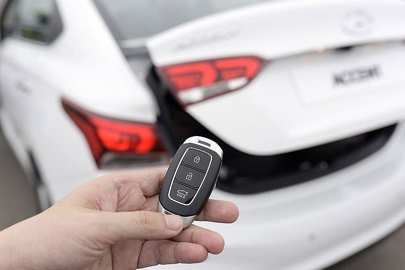 Đánh giá Hyundai Accent 2018 bản đặc biệt: Cốp thông minh...