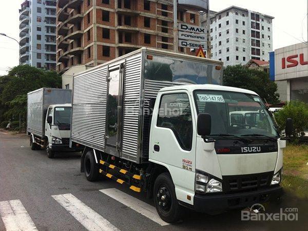 Bán xe tải Isuzu 2.4 tấn thùng kín tại Thái Bình (1)