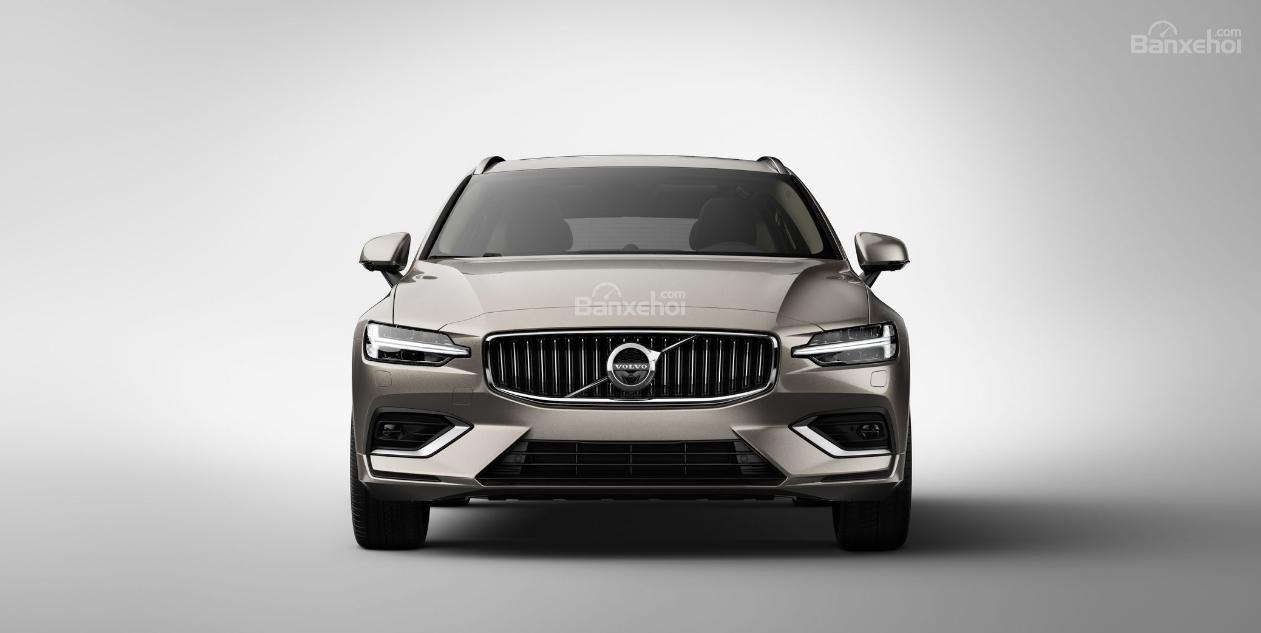 Đánh giá xe Volvo V60 2019: Đầu xe góc cạnh, nam tính.